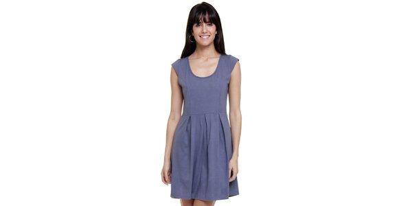 Dámske šaty so skladmi Kool v holubej modrej