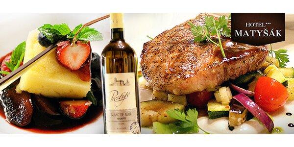 Luxusné 3 chodové menu pre 2 osoby a fľaša vína