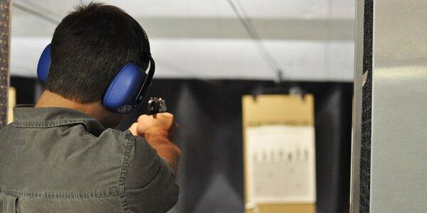 Streľba z pištole, samopalu či brokovnice na krytej strelnici