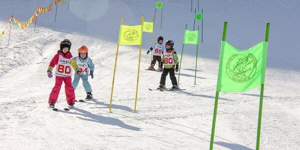 Skupinová lekcia lyžovania pre malých aj veľkých v Jasenskej doline