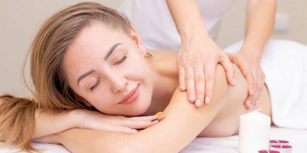 Celotelová masáž s masážou hlavy alebo bankovanie