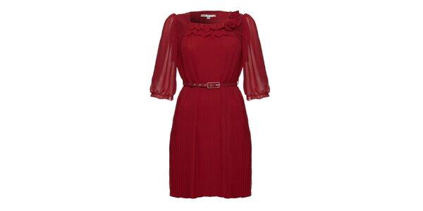 Dámske plisované bordó šaty s opaskom Uttam Boutique