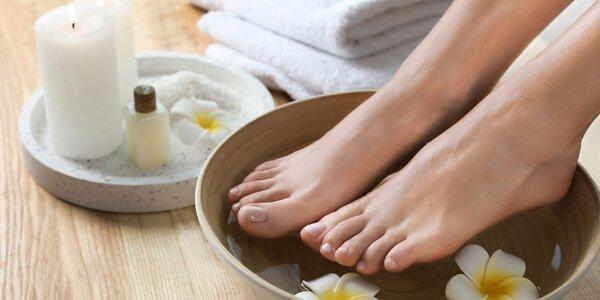 Získajte krásne nohy s rôznymi druhmi pedikúr