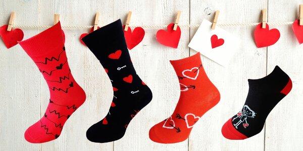 Zamilované bláznivé ponožky pre páry aj pre blízkych