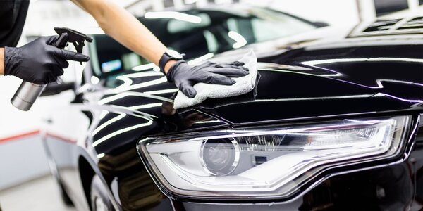 Čistenie interiéru a exteriéru auta s dezinfekciou ozónom
