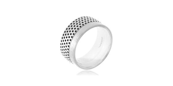 Široký prsteň striebornej farby Diesel