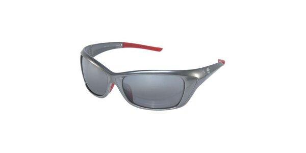 Strieborné slnečné okuliare Timberland s červenými nožičkami
