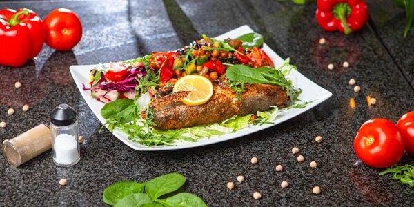 Pečený hejk s grilovanou zeleninou