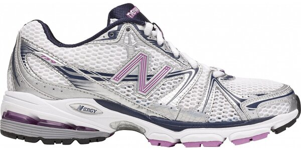 Dámske šedo-strieborné bežecké tenisky New Balance s ružovými detailami