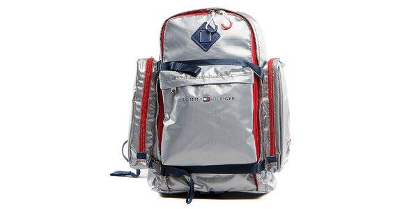 Strieborný cestovný batoh s červenými lemami a prackami Tommy Hilfiger