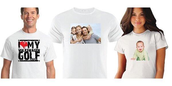 Potlač bieleho trička s vlastnou fotografiou