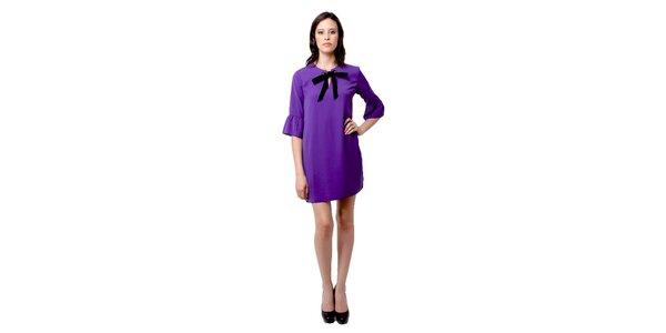 Dámske fialové šaty Miss June s čiernou mašľou