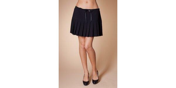 Dámska čierna skladaná sukňa Poete