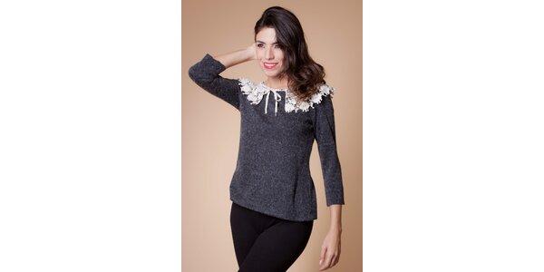 Šedivý sveter s límčekom Poete