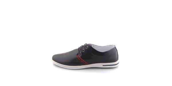 Pánske čierne topánky Tommy Petersen s červeným lemovaním