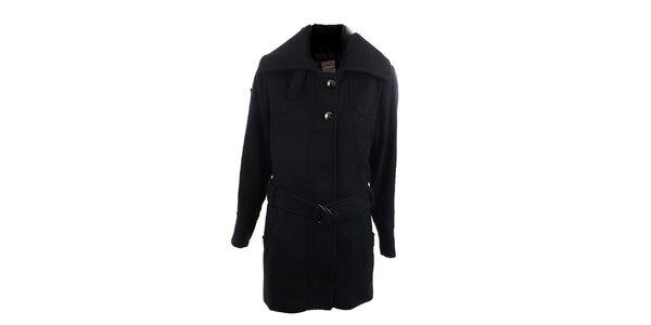 Čierny kabát so striebornými gombíkmi Ikebana
