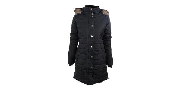 Dámsky čierny zimný prešívaný kabát s kožušinkou Trimm