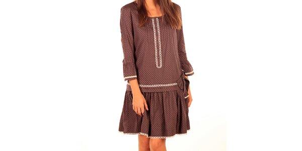 Dámske hnedé šaty so svetlou čipkou Tonala