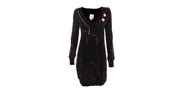 Dámske čierne svetrové šaty s farebnými stehmi DY Dislay Design