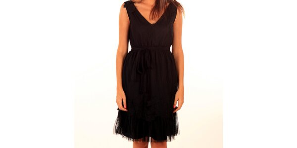 Dámske čierne šaty s vrstvenou sukňou Privee