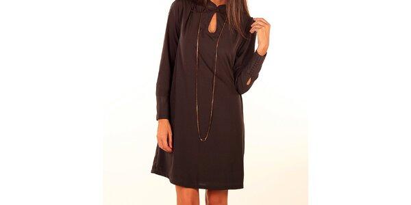 Dámske tmavo hnedé šaty s gombíkom pri výstrihu Privee