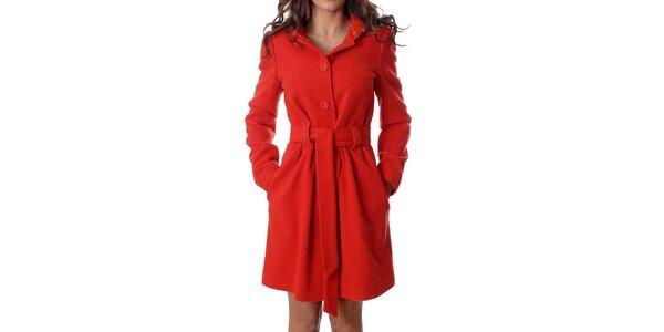 Klasický dámsky červený kabátik Mya Alberta s kapucou