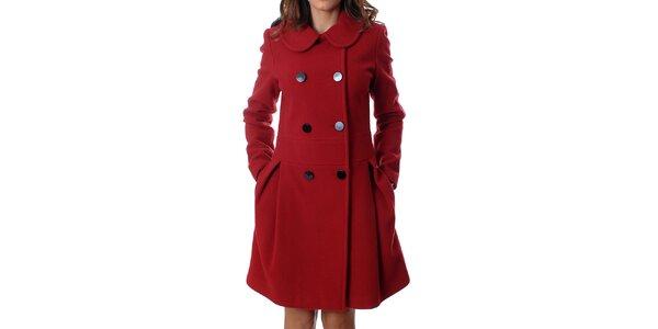 Elegantný dámsky dvojradový kabát Mya Alberta v červenej farbe