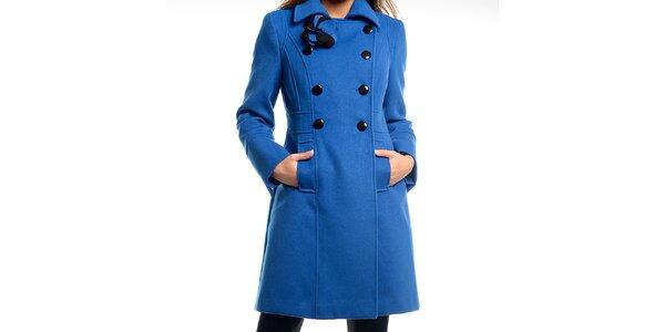 Dámsky modrý kabátik s kvetinou Estella
