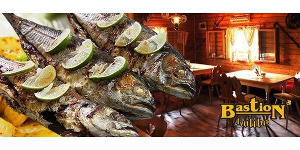 Tanier grilovaných rýb pre dvoch v reštaurácii Bastion Koliba