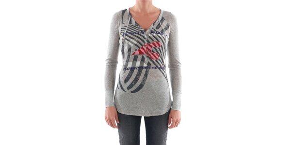 Dámske svetlo šedé tričko s farebnou potlačou Nolita