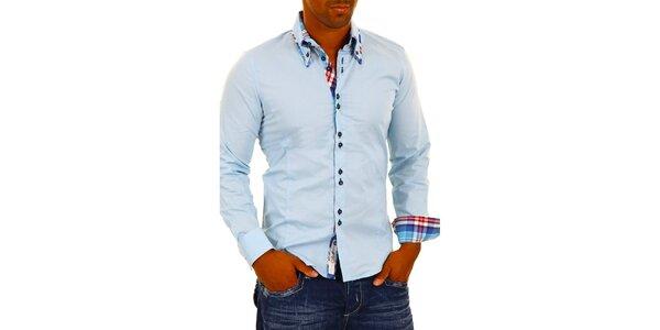 Pánska svetlo modrá košeľa s kockovanými detailmi Carisma