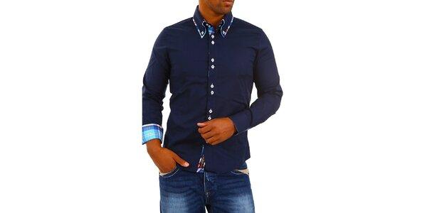 Pánska tmavo modrá košeľa s golierikom a modro-bielo-červenou kockou Carisma