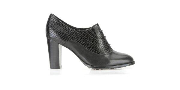 Dámske čierne topánky na opätku Clarks