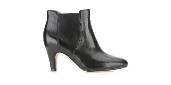 Dámske členkové čierne topánky na opätku Clarks nazúvacie