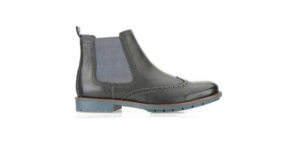 Pánske čierne chelsea topánky Clarks s modrou podrážkou