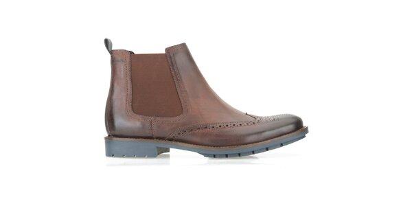 Pánske hnedé chelsea topánky Clarks s modrou podrážkou