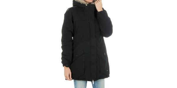 Dámsky čierny kabát s kožúškom Bench