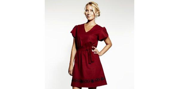 Dámske červené šaty s výšivkou Andrea G