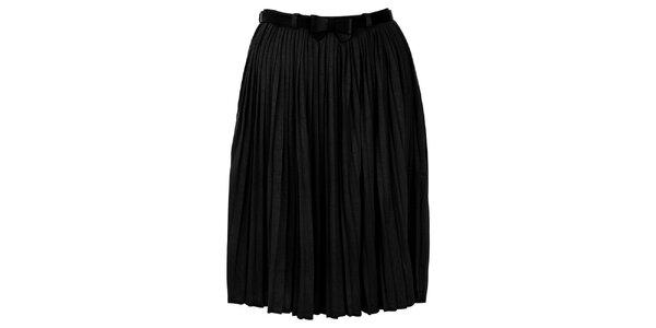 Dámska plisovaná čierna sukňa Yumi