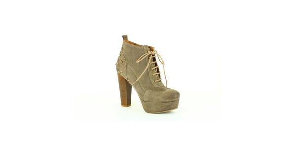 Dámske šedobéžové topánky na opätku Foreva s kovovými cvočkami