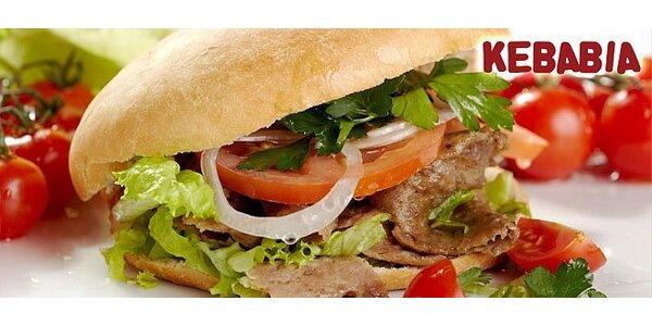 Teľací (alebo kurací) kebab v tureckom chlebe s hranolkami