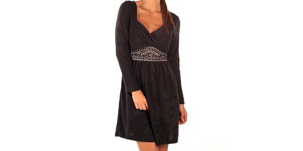 Dámske čierne šaty Ada Gatti s korálkami v páse a mašľou