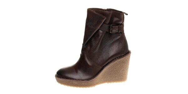 Dámske tmavo hnedé kotníčkové topánky Buffalo na vysokom podpätku