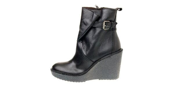Dámske čierne kotníčkové topánky Buffalo na vysokom podpätku