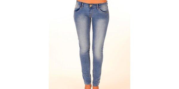 Dámske svetlo modré džínsy so zlatým gombíkom New Caro