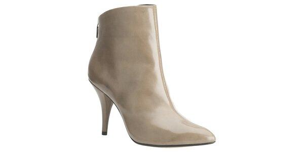 Dámske béžové lakované členkové topánky Clarks