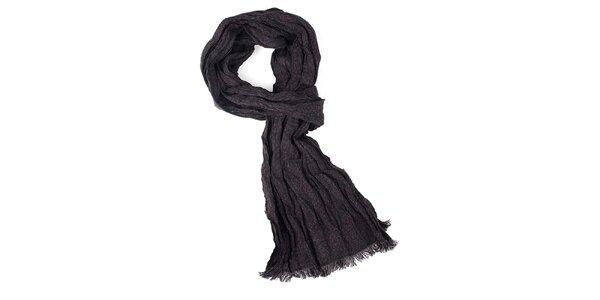 Čierny krčený šál s krátkymi strapcami