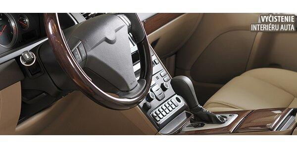 Vyčistenie interiéru automobilu a ošetrenie prístrojovej dosky