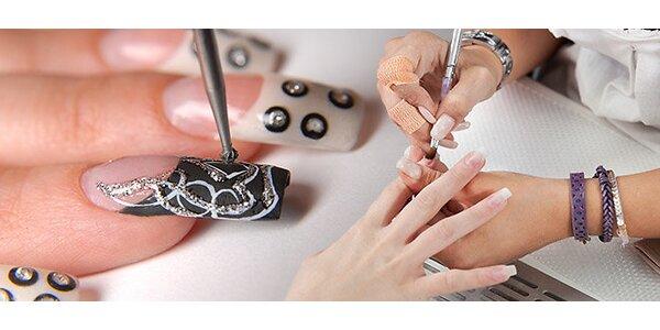 Gélové nechty s prsteňom podľa zdobenia nechtov