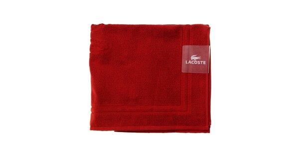 Sýto červená kúpeľňová predložka Lacoste